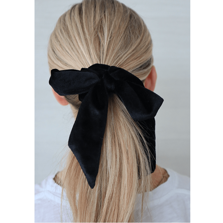 ONYX BLACK VELVET SCRUNCHIE