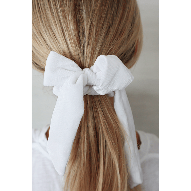 WHITE SCRUNCHIE
