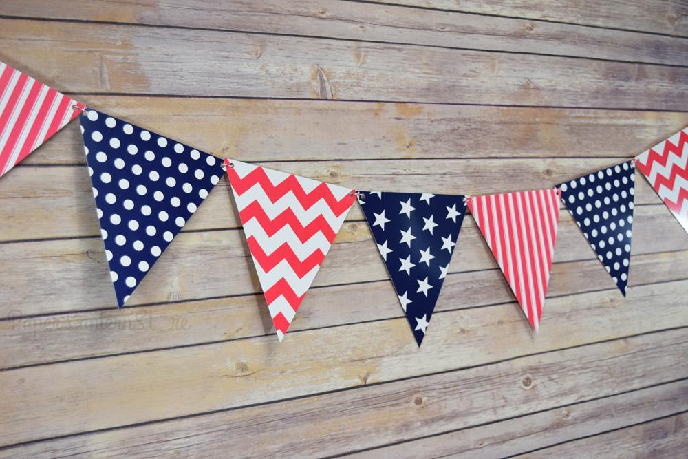 4th of July Red, White and Blue Triangle Flag Pennant Banner (11FT) - Luna Bazaar | Boho & Vintage Style Decor