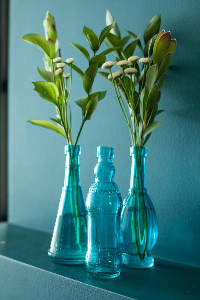 "6.6"" Marguerite Turquoise Vintage Glass Bottle with Wedding Flower Bud Vase with Cork - Luna Bazaar 