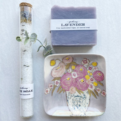 Beautiful french lavender gift set includes a bath soak, bar of organic soap, and floral ceramic soap dish.
