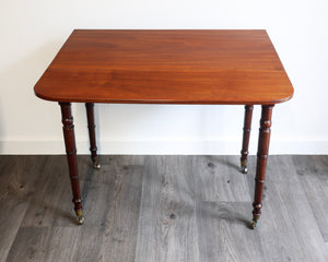 Good quality mahogany Pembroke table