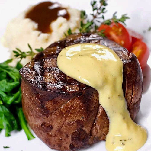 FILETE DE RES CON PIMIENTA EN SALSA BEARNAISE