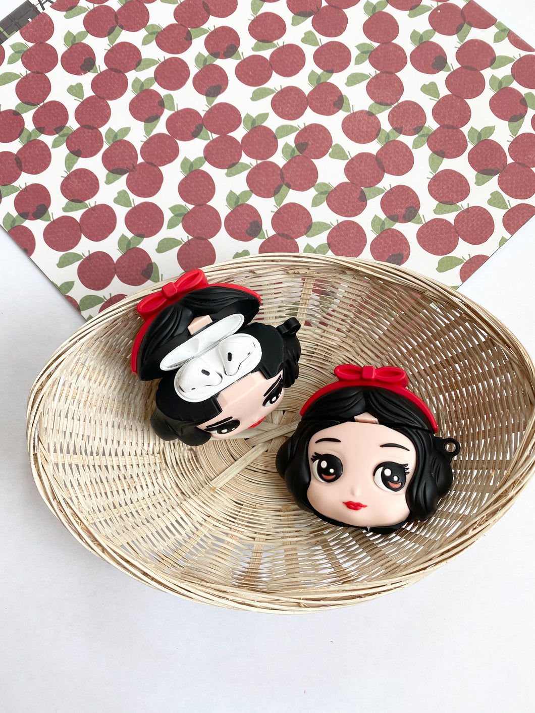 Snow White Cartoon Character 3D Silicone Airpod Case Gen 1/2 with Keychain