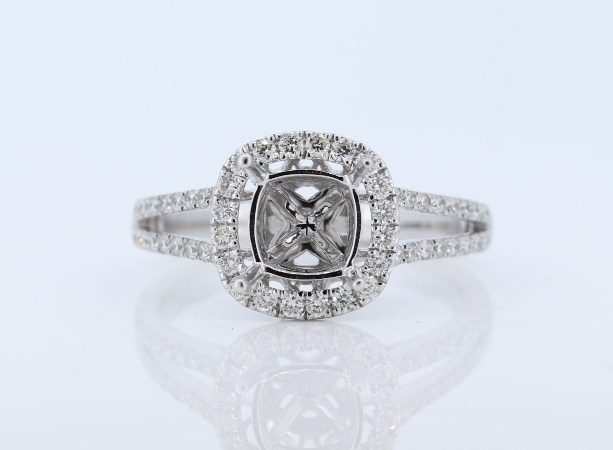 18Kt  0.50Ct Ladies Halo Diamond Semi Mount