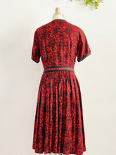 Load image into Gallery viewer, Vintage 1950s Novelty Print Dress Matching Belt