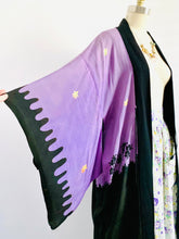 Load image into Gallery viewer, Vintage 1930s Lavender Color Japanese Kimono Reversible Dressing Robe