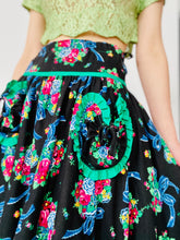 Load image into Gallery viewer, Vintage 1950s Novelty Print Floral Skirt with Heart Shaped Pockets