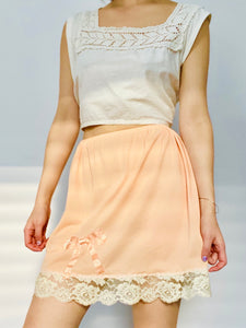 1910s lace top and peach color ribbon bow lace nylon skirt on model
