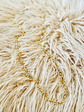 Load image into Gallery viewer, Vintage faux seed pearls gold tone necklace