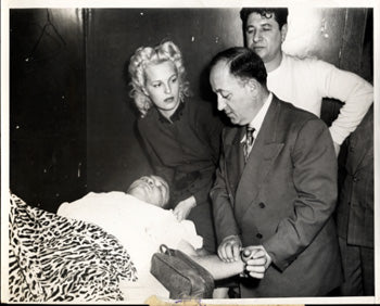 LAMOTTA, JAKE & VICKI ORIGINAL WIRE PHOTO (1951-ROBINSON FIGHT)