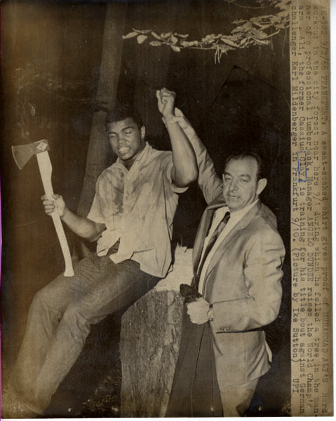 ALI, MUHAMMAD & ANGELO DUNDEE WIRE PHOTO (1966-TRAINING FOR MILDENBERGER)
