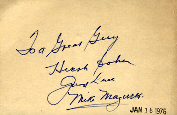 MAZURKI, MIKE SIGNED INDEX CARD