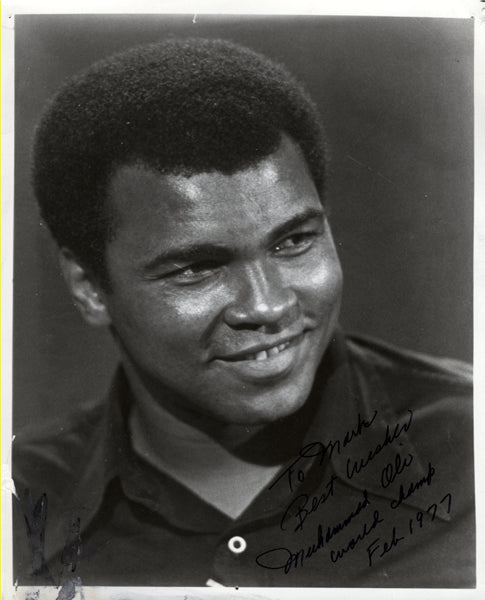 ALI, MUHAMMAD VINTAGE SIGNED PHOTO (1977-AS CHAMPION)