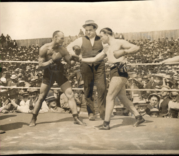 BURNS, TOMMY-BILLY SQUIRES LARGE FORMAT PHOTO (1907-JEFFRIES AS REFEREE)