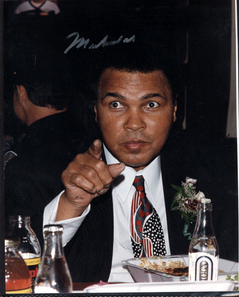 ALI, MUHAMMAD SIGNED PHOTO