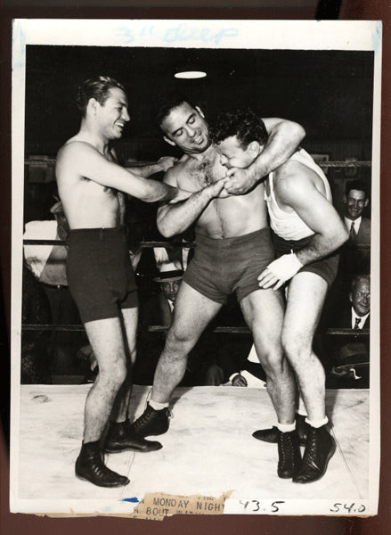 WLKER, MICKEY & JIM LONDOS (WRESTLER) WIRE PHOTO