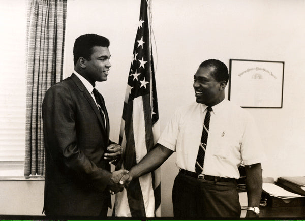 ALI, MUHAMMAD LARGE FORMAT HOWARD BINGHAM PHOTO (1967-DAY ALI WAS INDICTED)