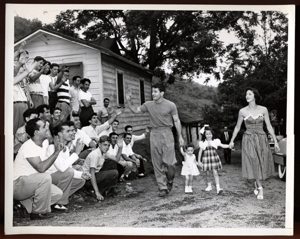 GRAZIANO, ROCKY & FAMILY WIRE PHOTO (1946)
