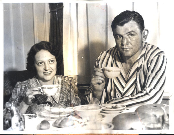 BRADDOCK, JAMES J. & WIFE MAE VICTORY BREAKFAST WIRE PHOTO (1935)