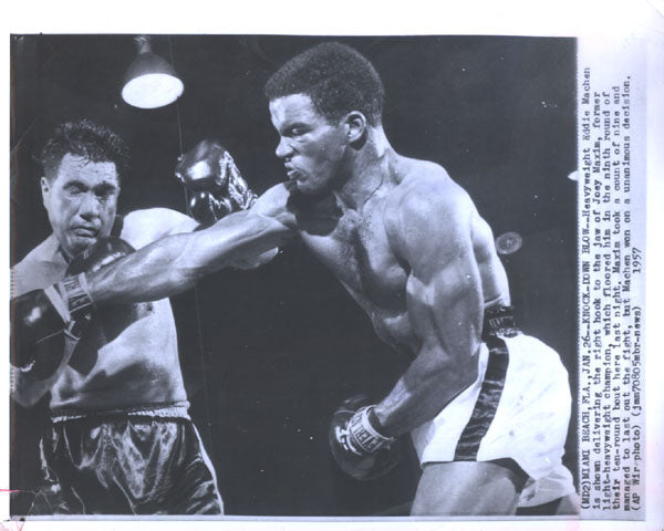 MACHEN, EDDIE-JOEY MAXIM ORIGINAL WIRE PHOTO (1957-9TH ROUND)