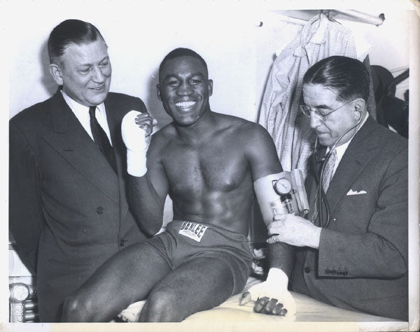 CARTER, JIMMY WIRE PHOTO (1954-MEDICAL FOR DEMARCO FIGHT)