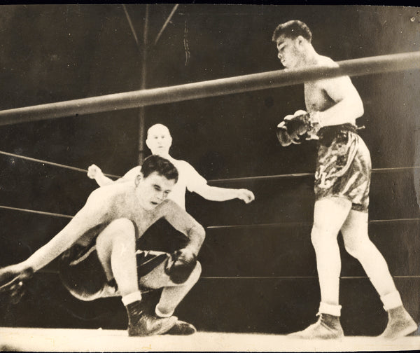 LOUIS, JOE-JIMMY BRADDOCK WIRE PHOTO (1937-END OF FIGHT)