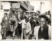 CLAY, CASSIUS WIRE PHOTO (IN HARLEM-1964)