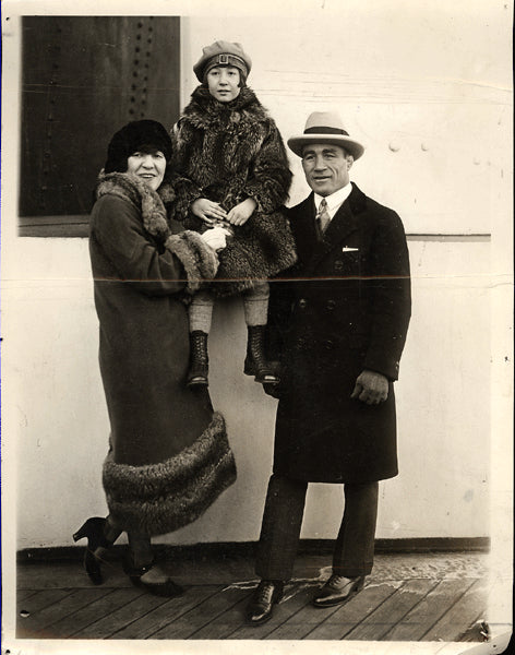 DUNDEE, JOHNNY & FAMILY WIRE PHOTO (1924)