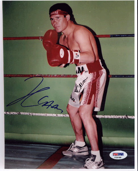 CHAVEZ, JULIO CESAR SIGNED PHOTO (PSA/DNA AUTHENTICATED)
