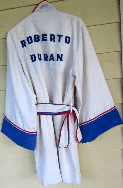 DURAN, ROBERTO FIGHT WORN ROBE (DE JESUS III-1978)