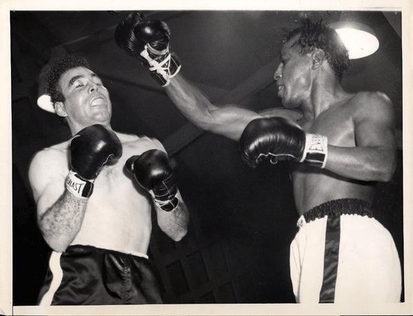 BRATTON, JOHNNY-TUZO PORTUGUEZ WIRE PHOTO (1953)