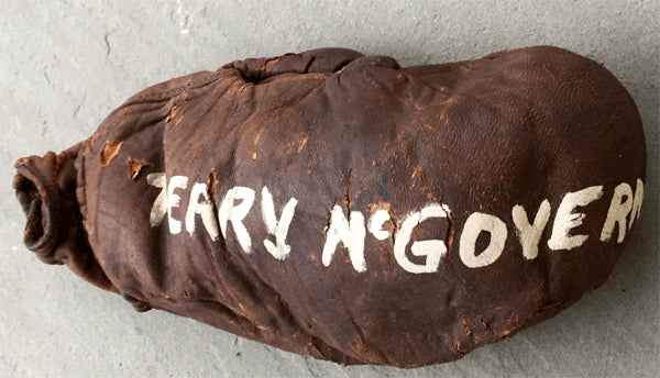 MCGOVERN, TERRY FIGHT WORN GLOVE (RING COLLECTION WITH PHOTO PROOF)
