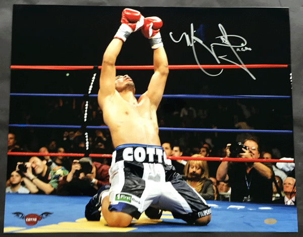 COTTO, MIGUEL SIGNED LARGE FORMAT ACTION PHOTO (STEINER AUTHENTICATION)