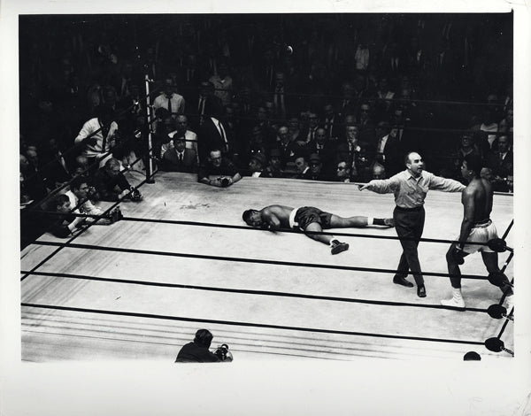 ALI, MUHAMMAD-CLEVELAND WIRE PHOTO (1966-END OF FIGHT)