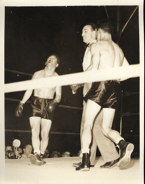 "ZIVIC, FRITZIE-AL ""BUMMY"" DAVIS WIRE PHOTO (1941-END OF FIGHT)"