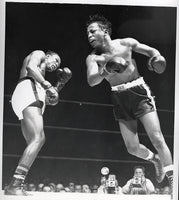GAVILAN, KID-JOHNNY BRATTON WIRE PHOTO (1951-GAVILAN WINS TITLE)