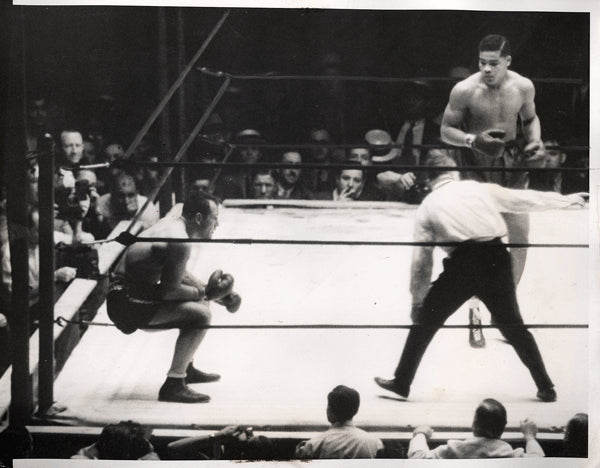 LOUIS, JOE-KING LEVINSKY WIRE PHOTO (1935-END OF FIGHT)