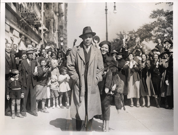 LOUIS, JOE & WIFE WIRE PHOTO (1935-IN HARLEM AFTER BAER FIGHT)