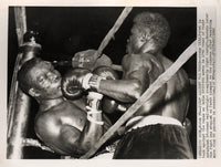 "GRIFFITH, EMILE-BENNY ""KID"" PARET WIRE PHOTO (1962-END OF FIGHT)"