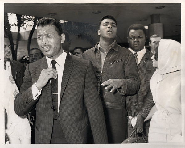 CLAY, CASSIUS-SUGAR RAY ROBINSON-BUNDINI BROWN ORIGINAL WIRE PHOTO (1964-DAY ALI WON TITLE