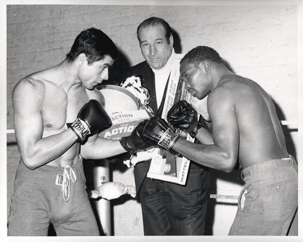 PUGH, PERCY-WILLIE MUNOZ WIRE PHOTO (1968-SQUARING OFF)