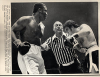 FRAZIER, JOE-JERRY QUARRY II WIRE PHOTO (1969-END OF FIGHT)
