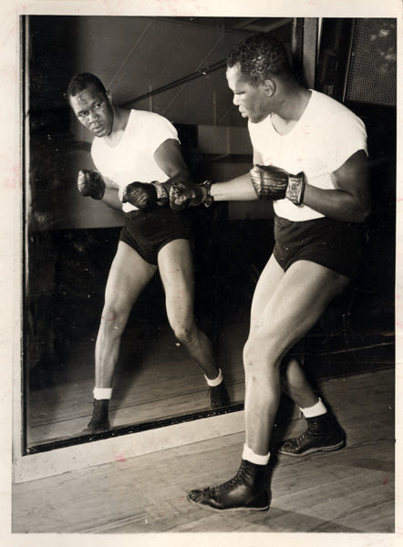 WILLIAMS, HOLMAN WIRE PHOTO (1946 IN PARIS FOR CERDAN FIGHT)