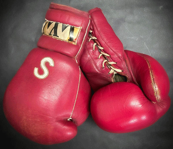 SANCHEZ, SALVADOR TRAINING GLOVES (EARLY 1980'S-FROM HIS FAMILY)