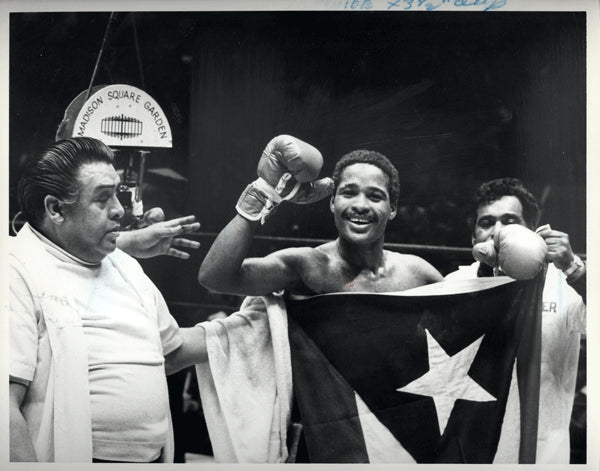 BENITEZ, WILFRED WIRE PHOTO (1978-AFTER DEFEATING BRUCE CURRY)