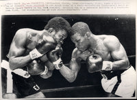 GRIFFITH, EMILE-JOSE STABLE WIRE PHOTO (1965-9TH ROUND)
