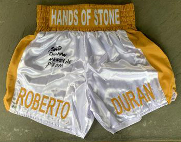 DURAN, ROBERTO SIGNED BOXING TRUNKS (BECKETT AUTHENTICATED)