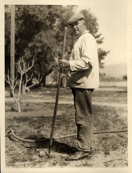 JEFFRIES, JAMES J. ORIGINAL WIRE PHOTO (CIRCA 1920'S AT HIS FARM)