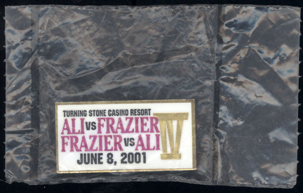 ALI. LAILA-JAQUI FRAZIER SOUVENIR PIN (IN ORIGINAL PACKAGE)